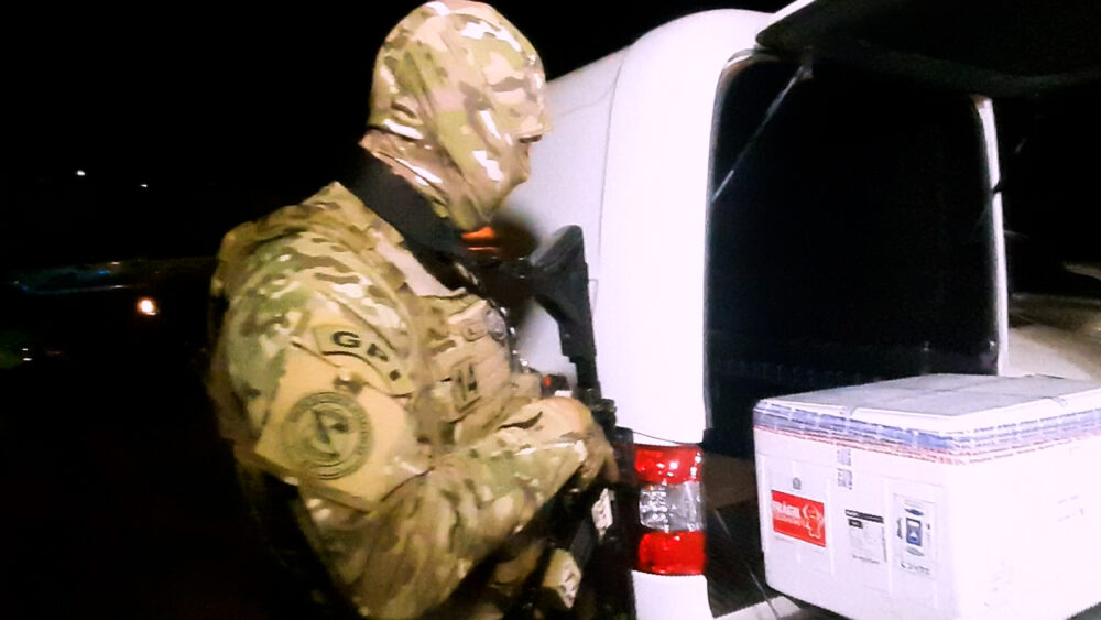 Escolta Armada da Polícia Federal, Garante a Segurança no Transporte das Vacinas.